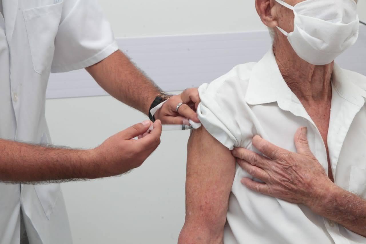 Santos segue vacinando c durante o feriado